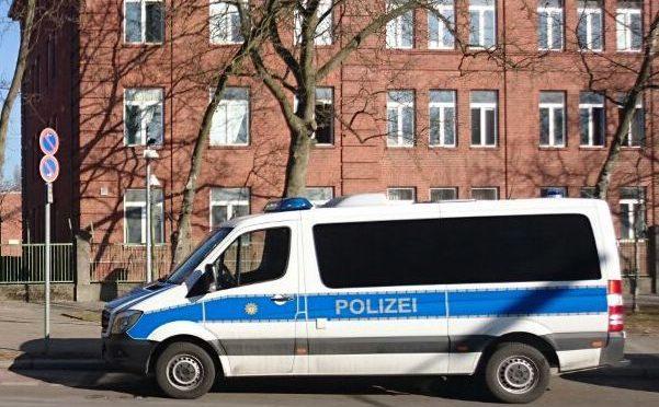 Tourist masturbiert in Polizeiauto und wird ohnmächtig